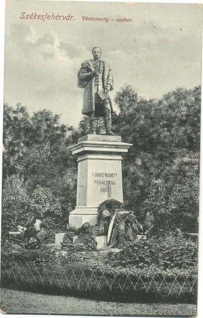 vorosmarty-szobor